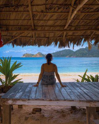 Mahe Seychelles🇸🇨- 🌴 - Se volete saperne di più su questo meraviglioso paese, date un'occhiata agli articoli sul viaggio 🏝 -> link in BIO . . . #seychelles  #moyenneisland #seychellesbeach #seychelles🇸🇨 #shotoniphone #instaviaggio #traveler #travelblogger #beachescape #sunset #ladigueisland #paradise #seychelles_ig #lovefortravel