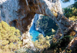 Arco naturale @ Capri  #capri #lovefortravel #italylover #instatravel  #italy #topitalyphoto #igersitalia #italy🇮🇹 #campania #beautifuldestinations  #yallerscampania  #yallersitalia  #Vesuvio #yallerseurope #Travelgramitalia #cityofnaples #cityofnaples_it  #thehub_napoli #shotz_of_campania #progettohetor #positano #positanoitaly